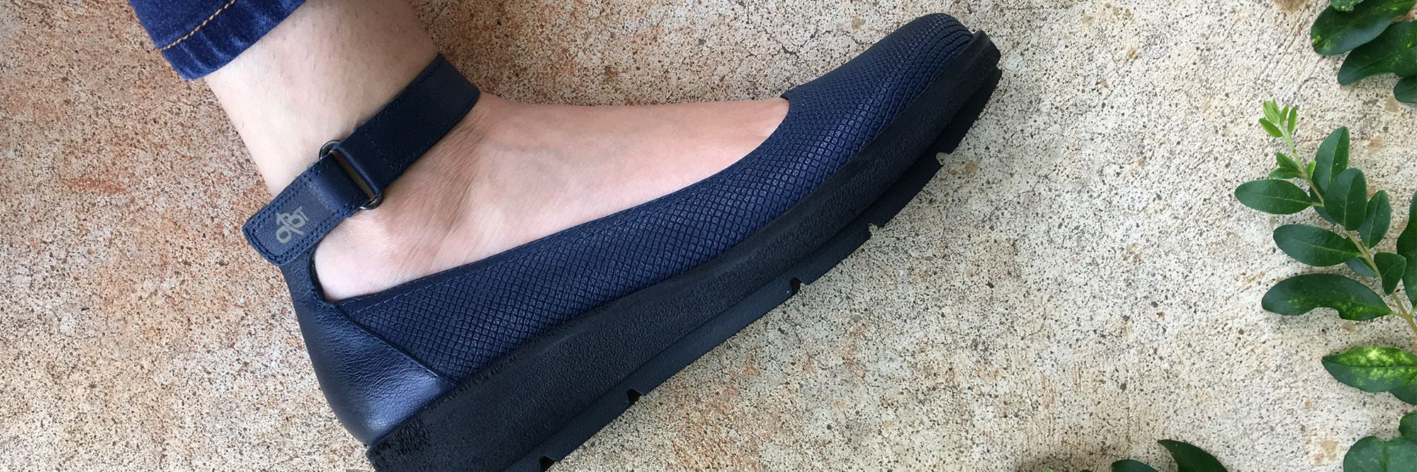 Want comfortable sporty flats for summer or fall? Check out OTBT's latest in comfortable shoes - the Scamper.