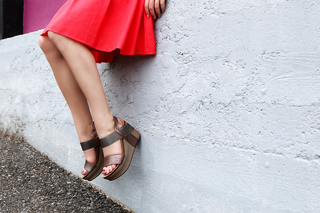 Looking for stylish and comfortable women's casual shoes to wear this summer? From sandals to sneakers, here's our top 5 picks!