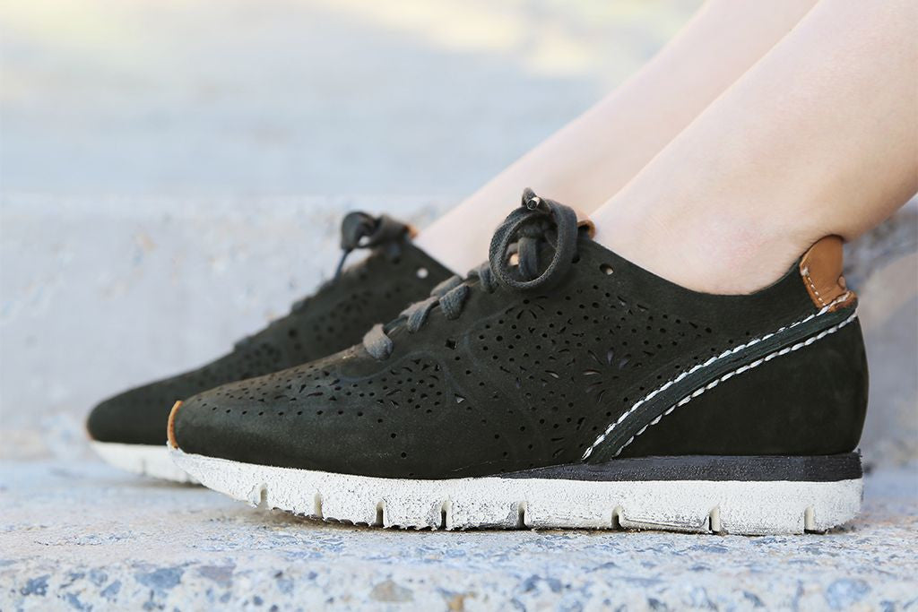 Check out OTBT's Khora, comfortable and fashionable sneakers that are perfect for St. Patrick's Day.