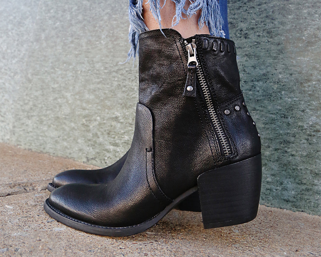90dc497854d ... women's footwear. So get ready to cozy on up and enjoy the chilly autumn  weather, as we count down the top five hottest shoe trends of fall 2018!