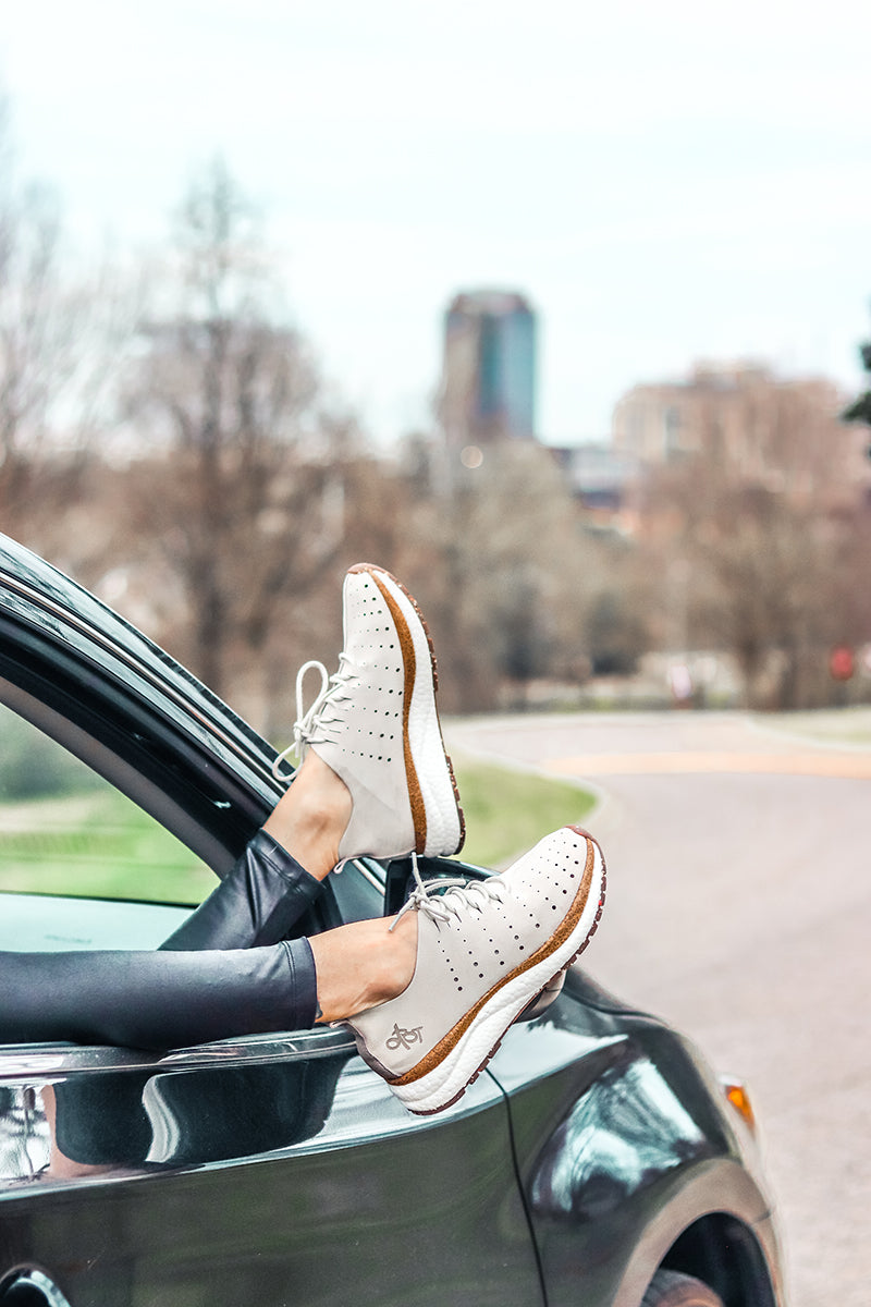 comfortable travel sneakers for women
