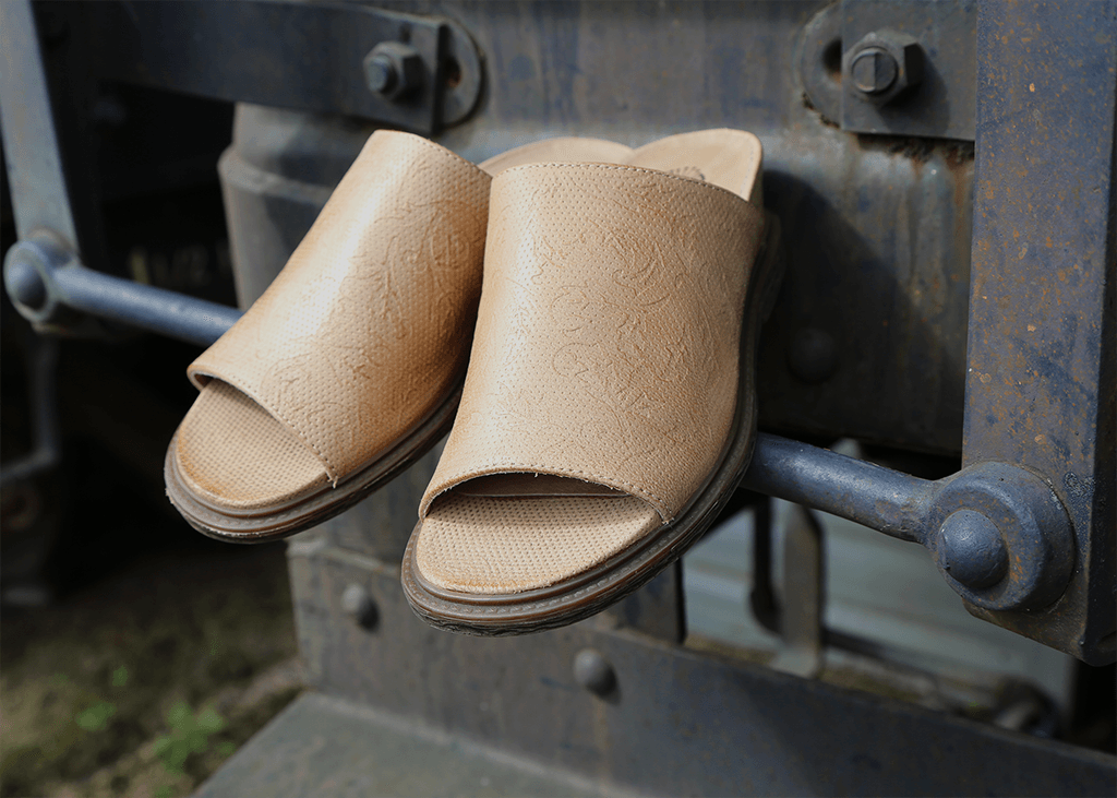 Embrace Easter weekend style with the Drifter, OTBT's comfortable women's mules.