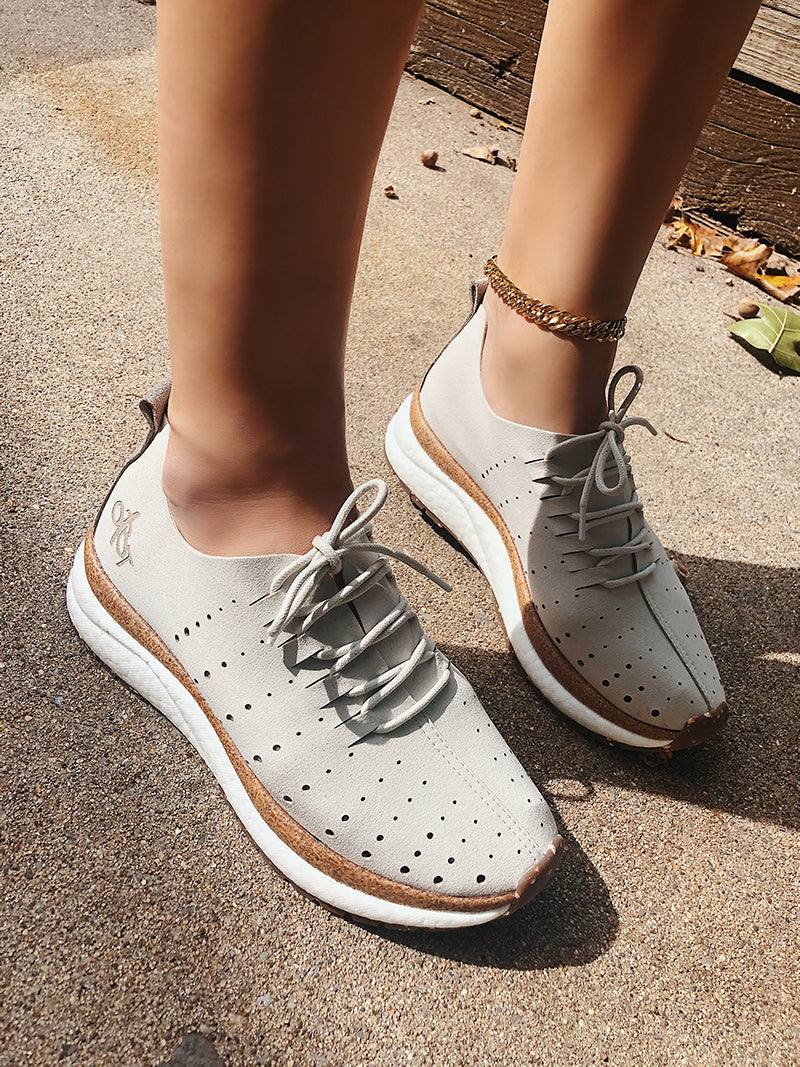 comfortable walking sneakers