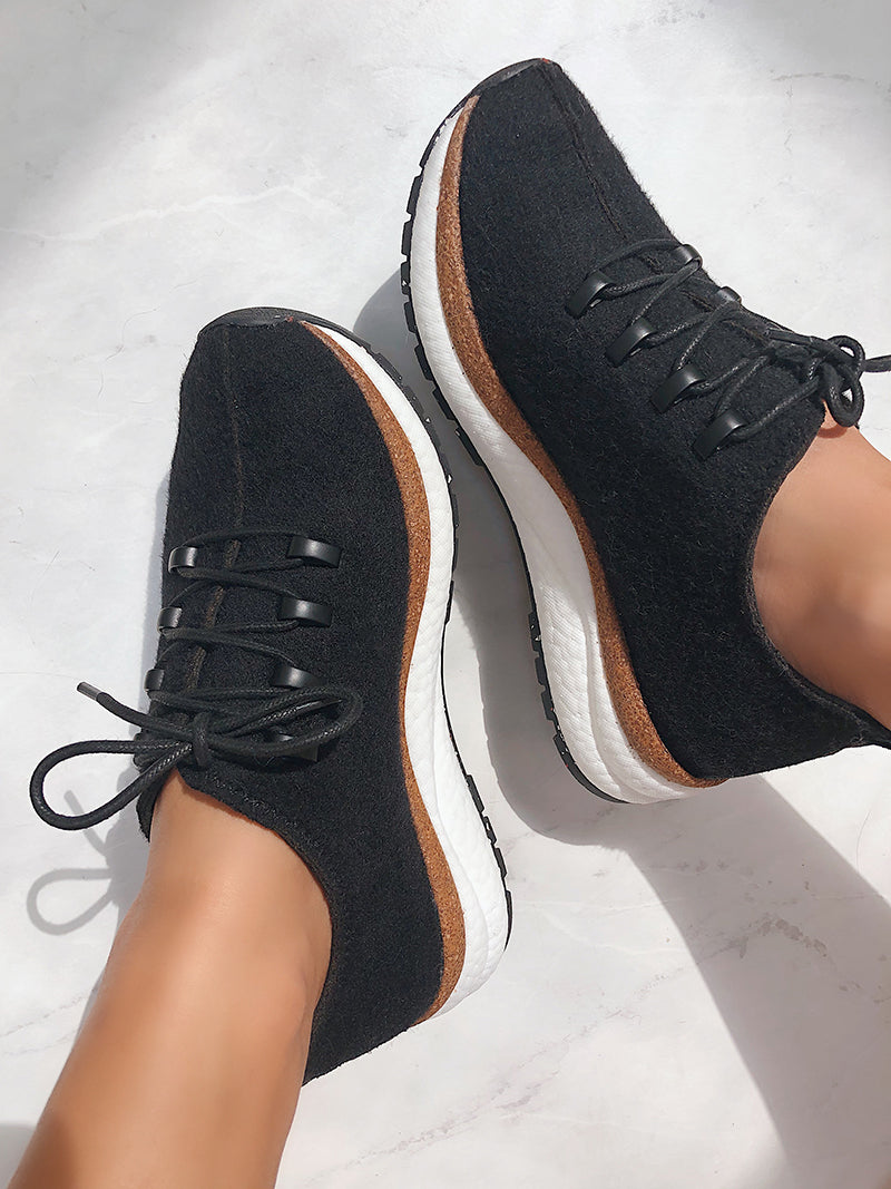 comfortable walking sneaker
