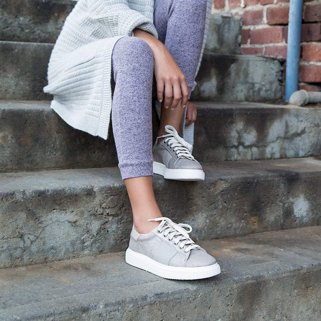 Normcore in Grey Silver Sneakers