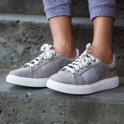 Womens sneaker normcore in grey silver