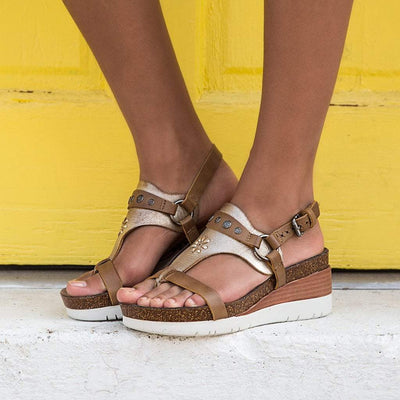 Womens wedge sandal Maverick in New Taupe close up
