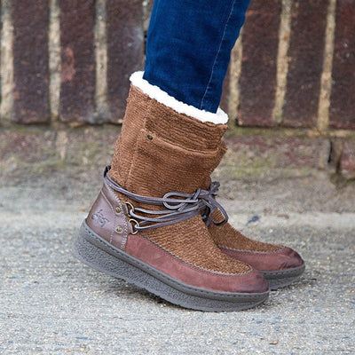 Womens cold weather boots slope in acorn close up