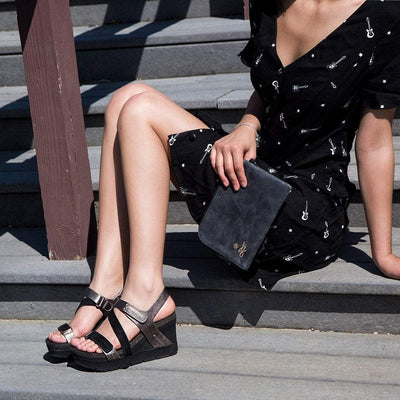 Women wedge sandal wavey in black
