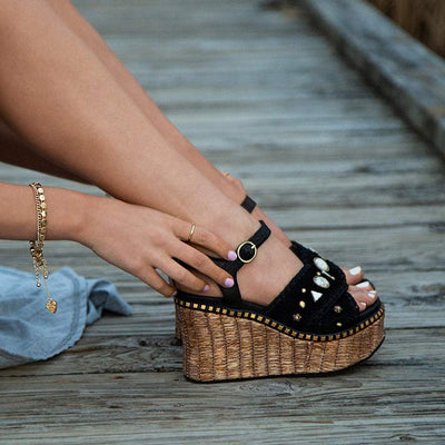 Womens platform wedge sandal Cahoot in black close up