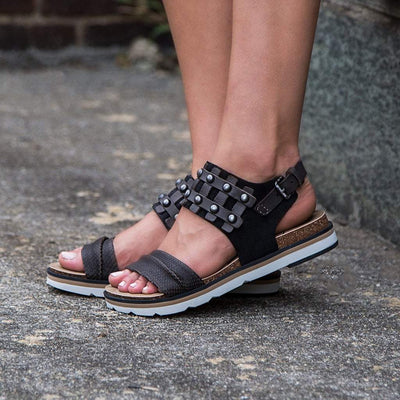 Womens flat sandal lantern in black close up