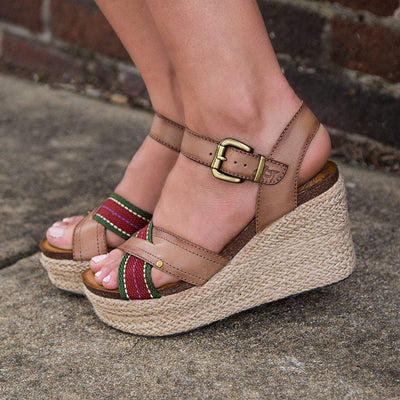 Womens wedge sandal Topsail in brown sugar close up