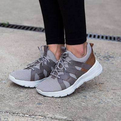 OTBT Womens sneakers unison in smoke grey close up