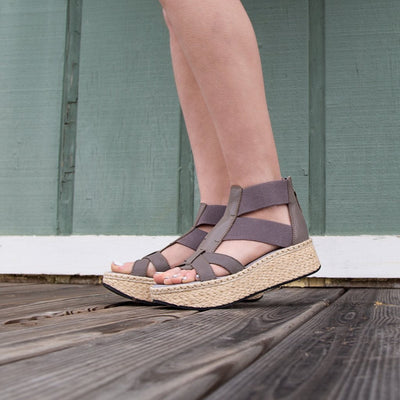 Womens platform sandal cannonball in zinc close up
