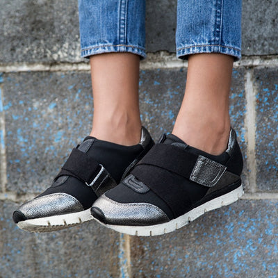 Womens sneakers new wave in black silver close up