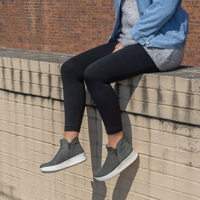 ASTRID in DUSTY Sneakers