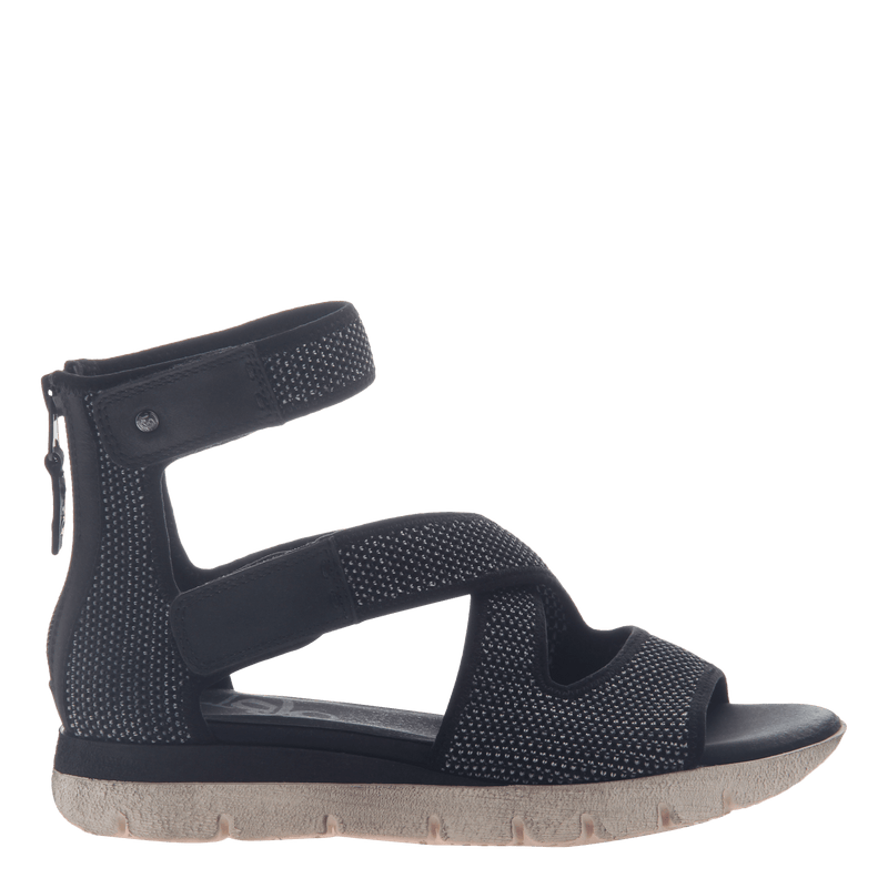 Womens flat gladiator sandal Circuit in black