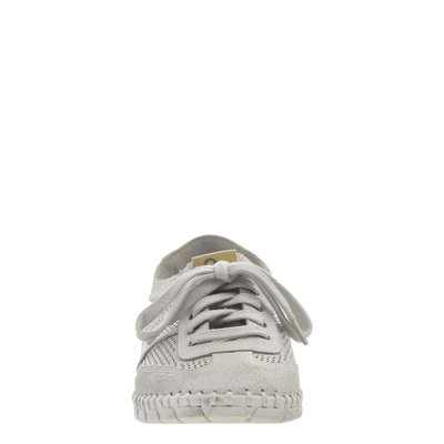 Womens sneaker Comet in off white front view