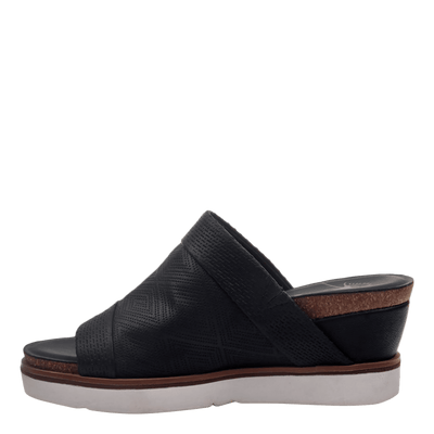 Womens wedge earthshine in black inside view