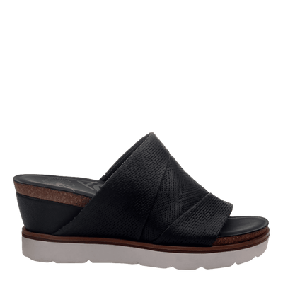 Womens wedge earthshine in black side view