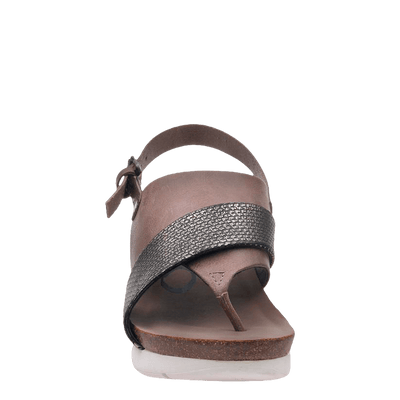 Womens wedge in focus zinc front