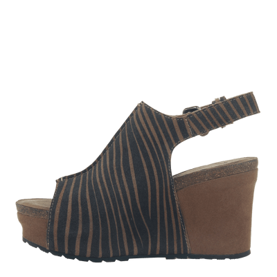 Women wedge jaunt in tan left