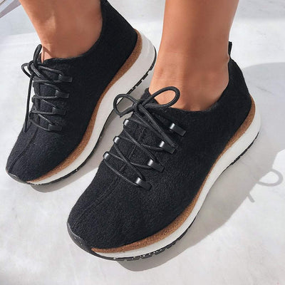 COURIER in BLACK Sneakers