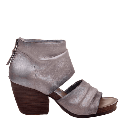 Womens heeled sandal patchouli in bright silver side