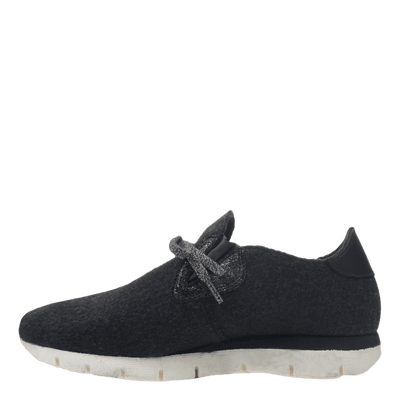 Womens wool sneaker radius in charcoal inside view
