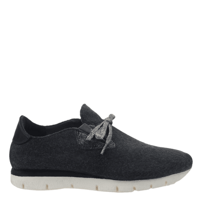 Womens wool sneaker radius in charcoal side view