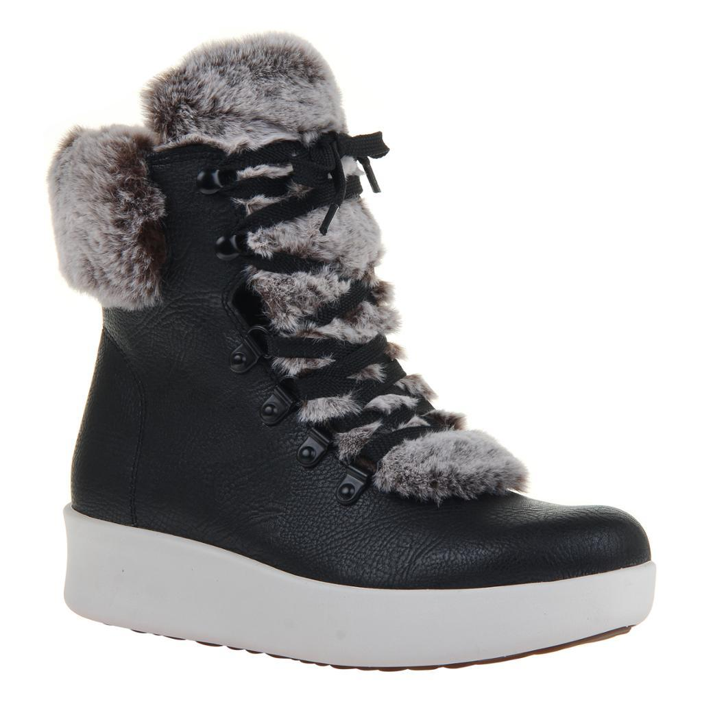 ROAM in BLACK Hiking Boots