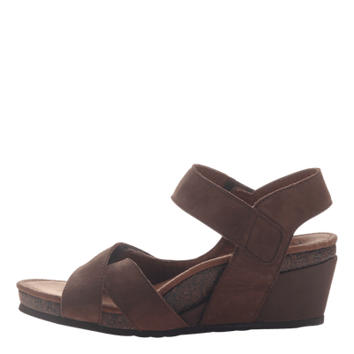 Womens wedge sandal Sandey in Coffeebean inside view