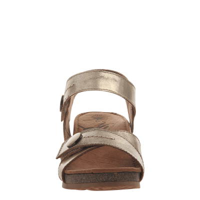 Womens wedge sandal Sandey in Gold front view