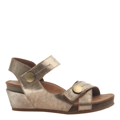 Womens wedge sandal Sandey in Gold side view