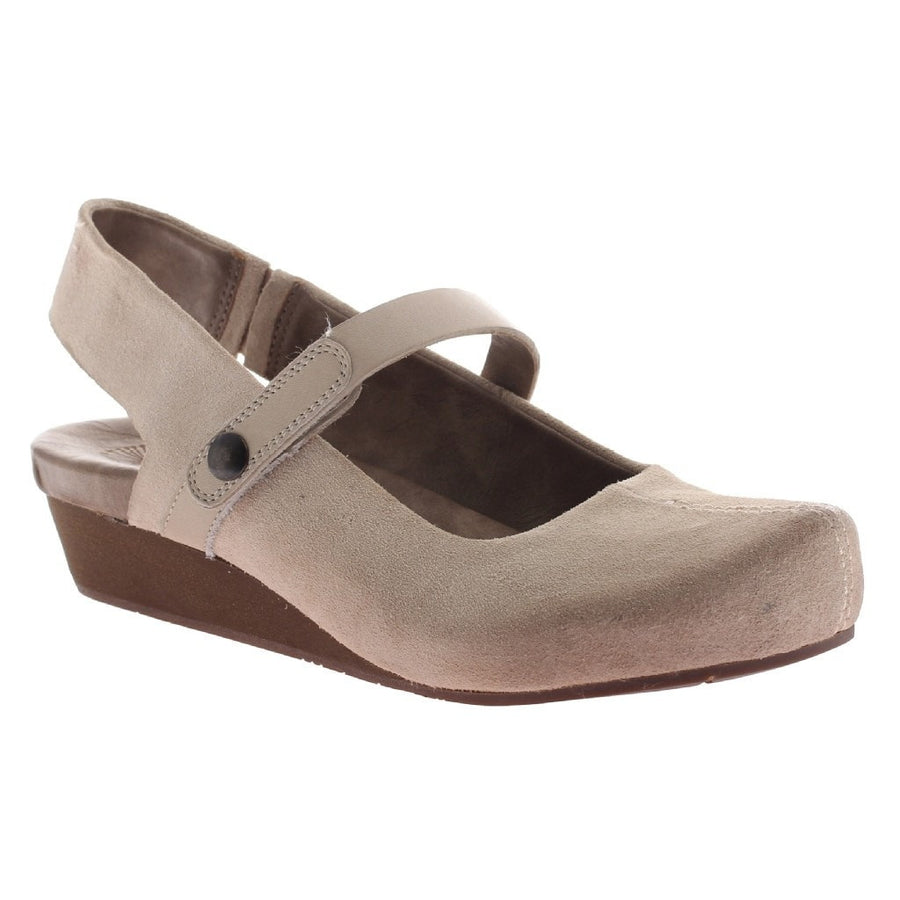 SPRINGFIELD in BONE Closed Toe Wedges