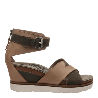 Womens wedge teamwork in pecan side