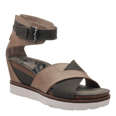 Womens wedge teamwork in pecan