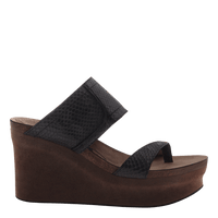 Brookfield womens wedge in black scale outside view
