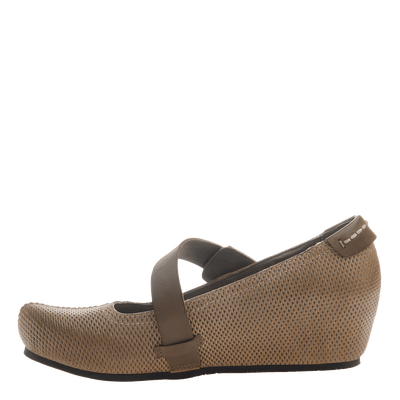 Salem women's closed toe wedge in hickory brown inside view