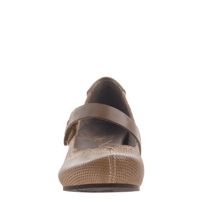 Salem women's closed toe wedge in hickory brown front view