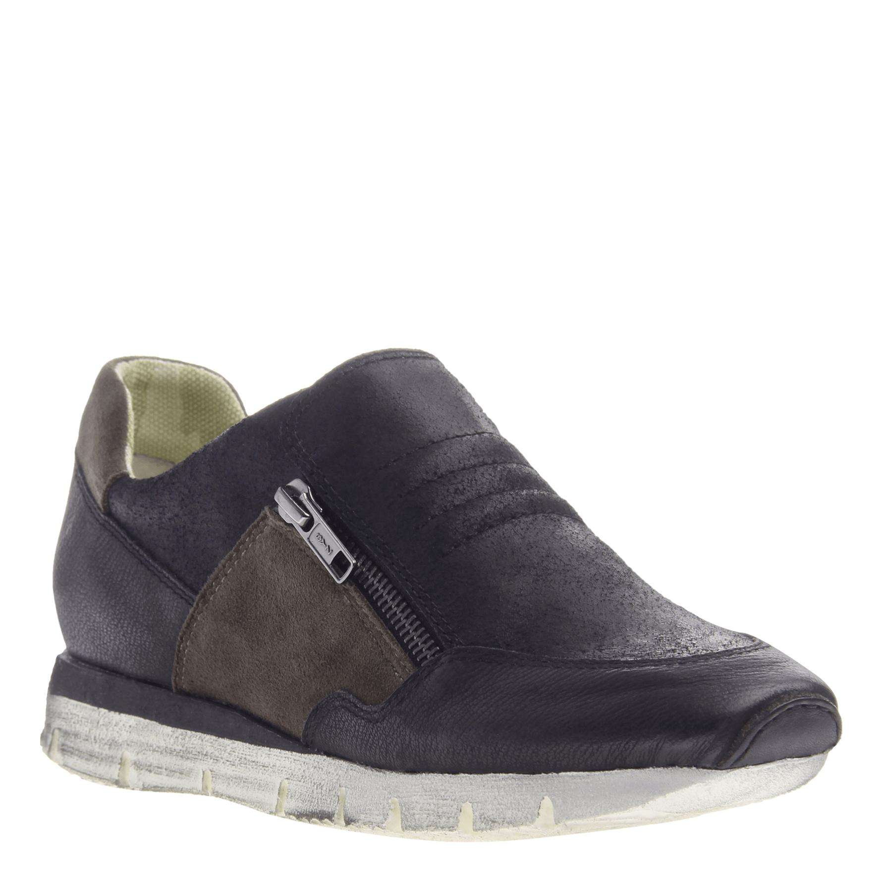 Sewell women's sneaker in New Black