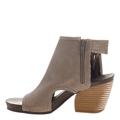 Free Spirit heeled open toe sandal in stone inside view