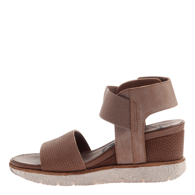 Cosmos wedge in mid taupe outside view