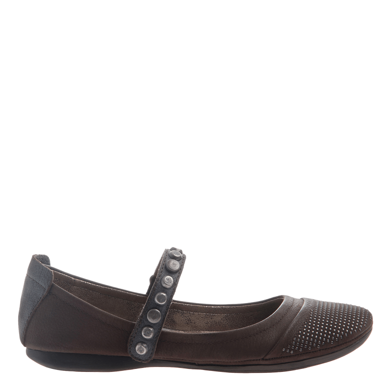 Protestor women's flat in rich brown