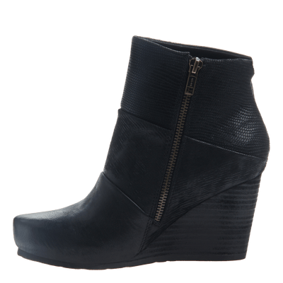 Dharma women's ankle boot in black inside view