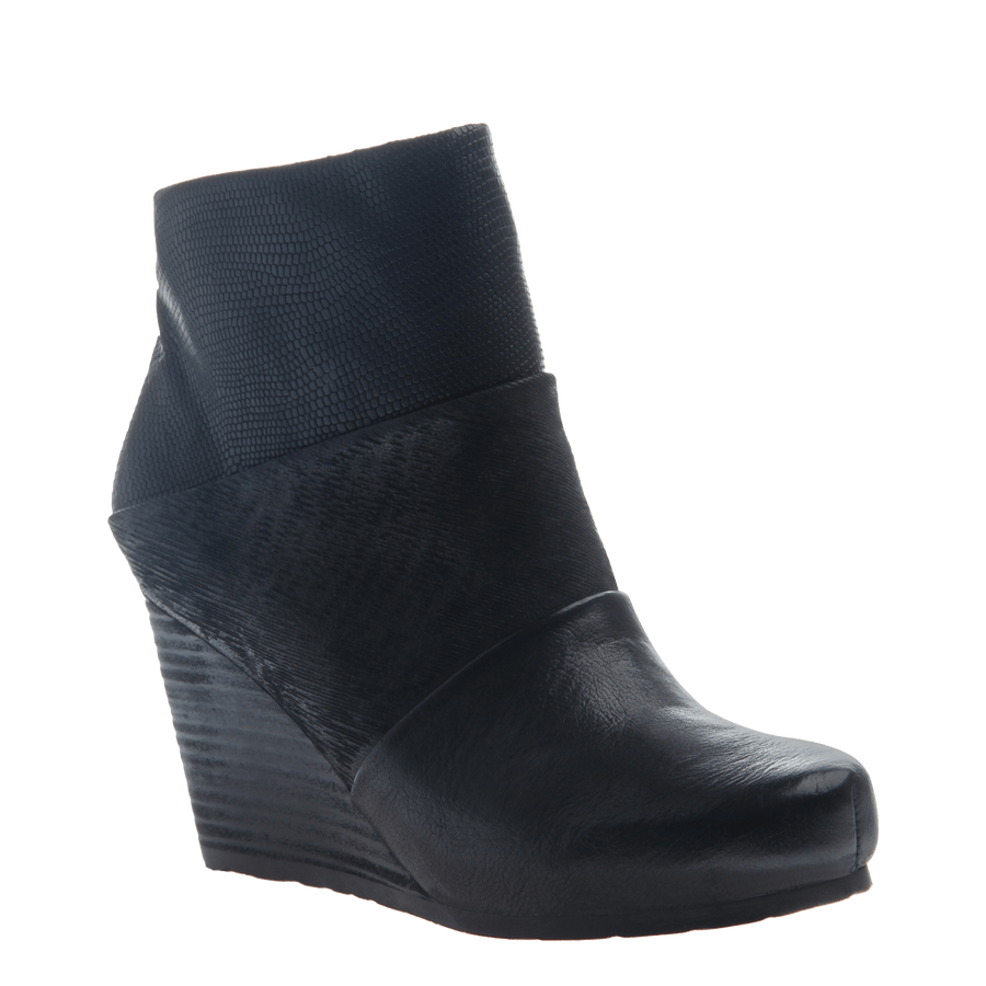 40f6cde21ef0 Dharma women s ankle boot in black