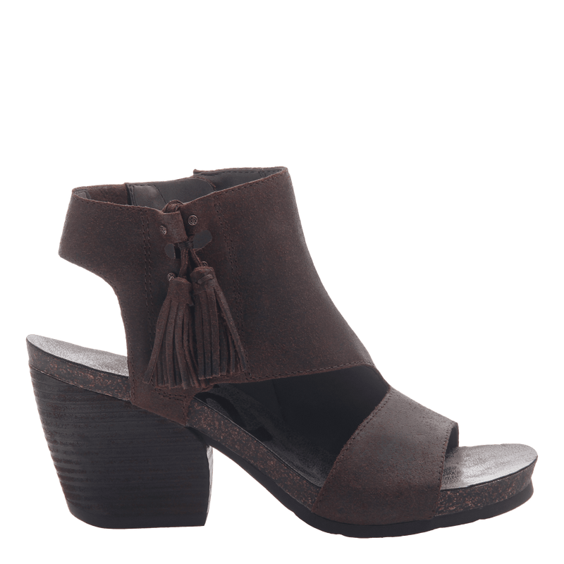 Womens heeled bootie flower child in coco powder