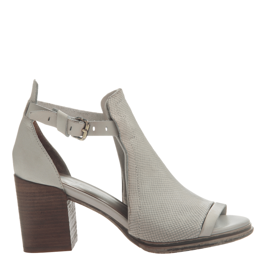 Metaphor block heel in Sport White