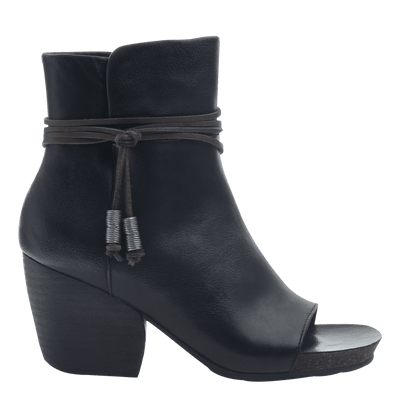 Women open toe ankle boot vagabond in black side view