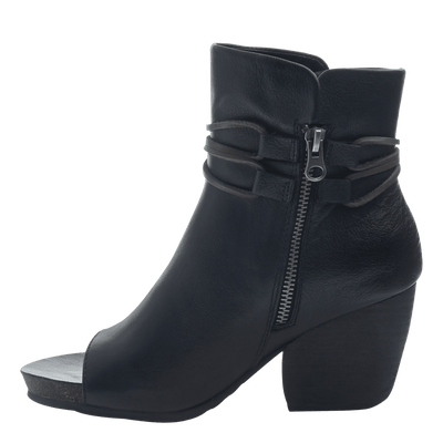 Women open toe ankle boot vagabond in black inside view